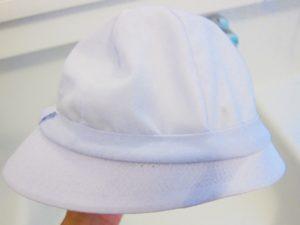 洗濯後の白い帽子