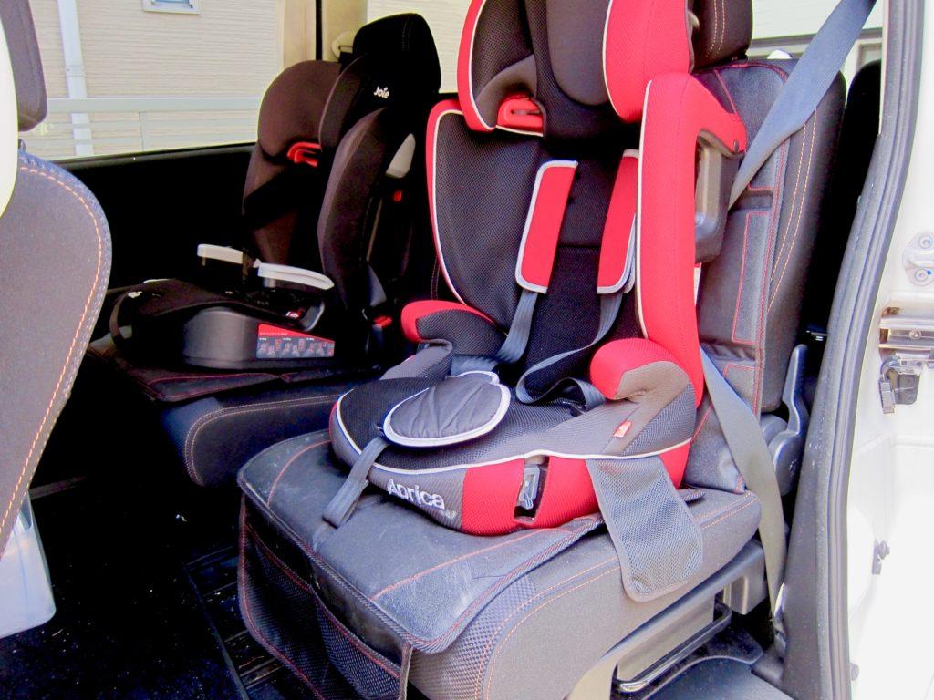 チャイルドシート保護マットを使用してチャイルドシートを装着したところ