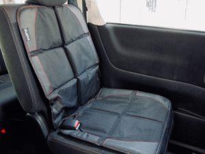 チャイルドシート保護マットを車に装着したところ