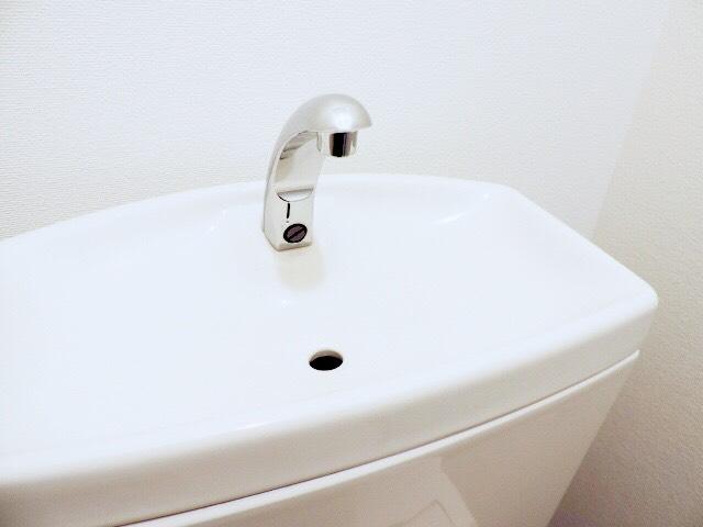 トイレのタンク上の手洗い器